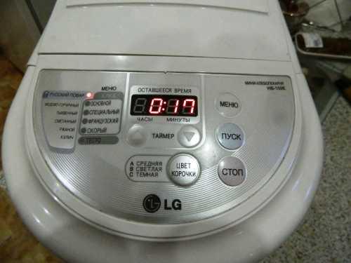 Секрет скорости заключается в том, что выпечку готовят по упрощенной программе и выделяют на подъем в общей сложности всего лишь около часа