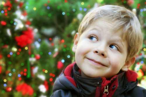 Новогодние игры для детей: как развлечь ребенка